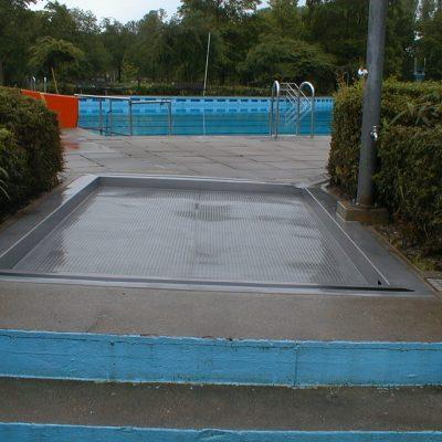 Fußwaschbecken in Kehler Freibad gestrahlt 2